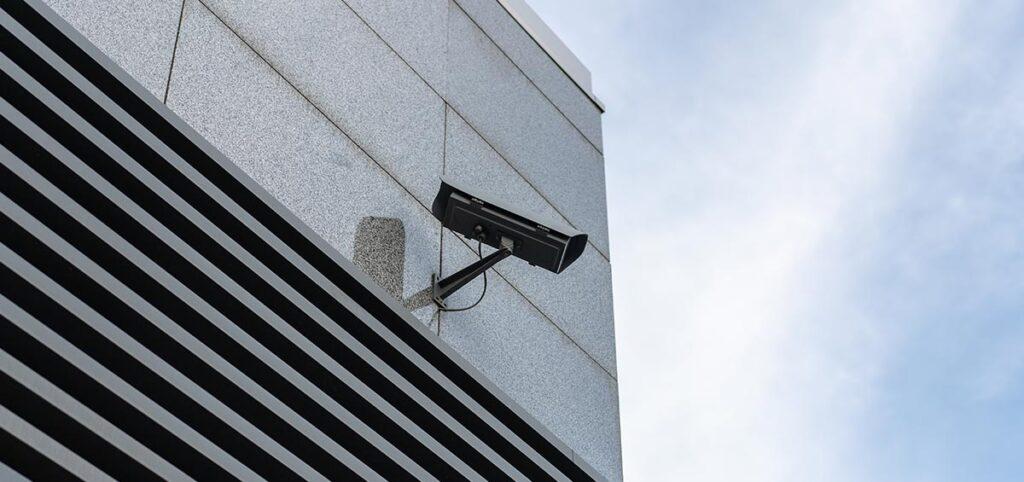 Cuáles son las medidas de seguridad recomendadas para conseguir polígonos industriales libres de intrusos