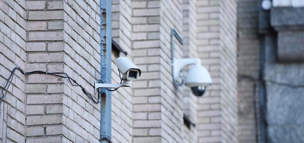 Sistemas seguros contra inhibidores de alarmas.