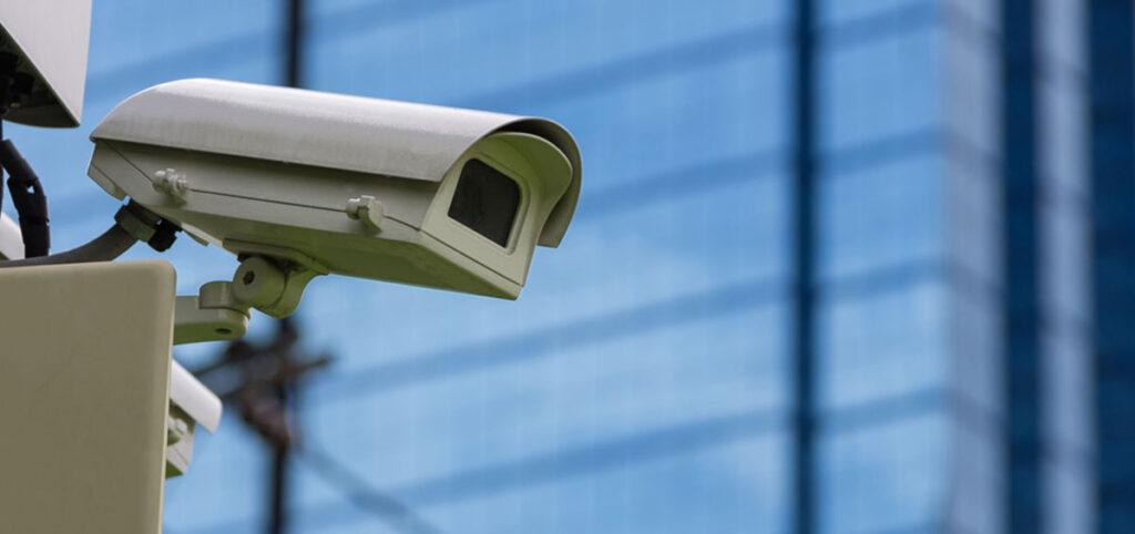 La instalación de cámaras de seguridad para el control de zonas privadas en espacios públicos